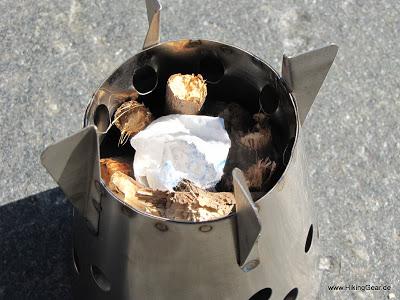 Four Dog Stoves Bushcooker LT I  – der nahezu All-in-One Kocher verbrennt Holz, Spiritus und Esbit-Tabs
