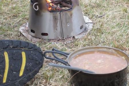 Trail Designs Caldera Cone Stove System und Sidewinder Ti-Tri Stove – Mit Spiritus und Holz ein effizientes Kochsystem
